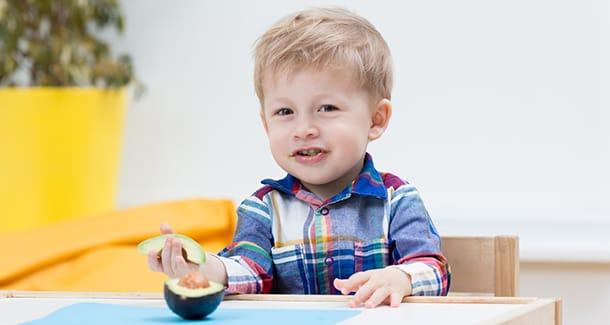 Avocado ai bambini: ecco perché fa bene