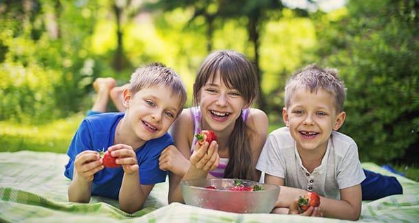 Mangiare frutta a merenda: fa bene?