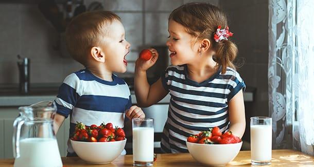 Come far mangiare la frutta ai bambini: alcune idee creative