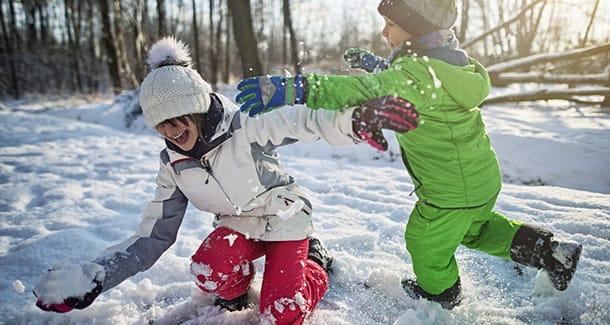 I più bei giochi da fare sulla neve con i bambini