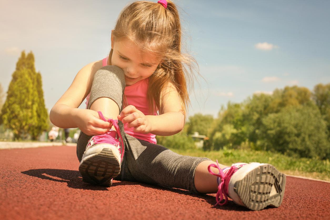 Come insegnare ad allacciare le scarpe ai bambini: tutti i consigli